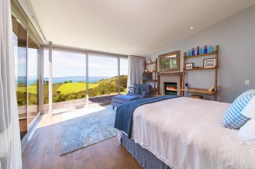 Waiheke Luxury Blue And Green Rooms, Ostend, New Zealand