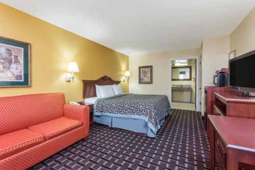 Days Inn & Suites By Wyndham Warner Robins Near Robins Afb - Warner Robins, GA 31093