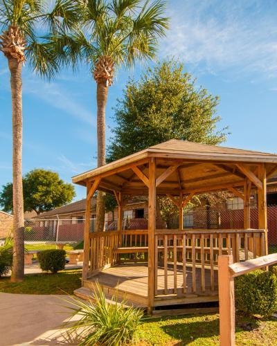 Executive Inn - Pensacola, FL 32505