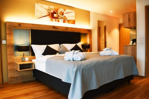 Penthouse Deluxe Suite with Spa Bath