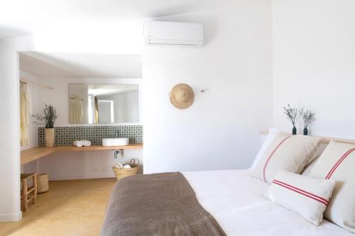 Habitación Deluxe con terraza Agroturismo Ses Talaies 1