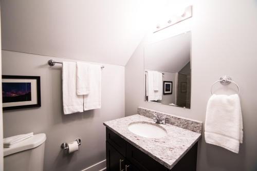 Sonder — Barry Apartments Main image 2