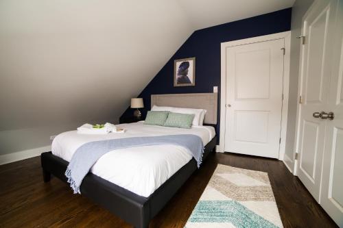 Sonder — Barry Apartments Main image 1
