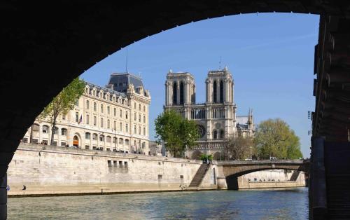 Notre Dame Paradis Latin photo 18