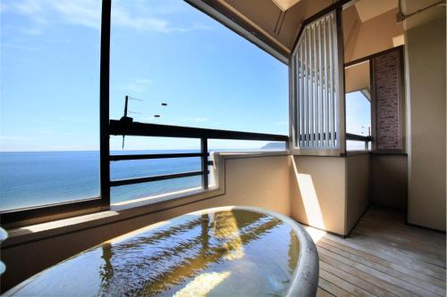 Japanese-Style Superior Room with Open-Air Bath (4 People)