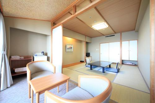 Japanese-Style Superior Room with Open-Air Bath (5 People)
