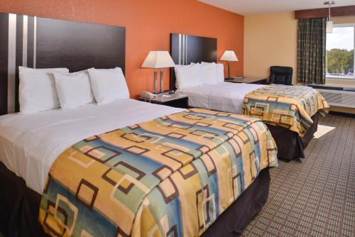 . Douglas Inn & Suites
