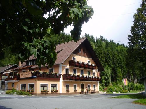 . Hotel-Gasthof Strasswirt