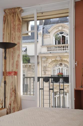 Champs Elysees Executive Apartment photo 4