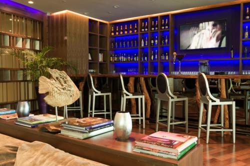 Calle Retorno del Rey Km 14 Mz 53 Lote 37-1, Zona Hotelera, 77500, Cancún, Q.R, Mexico.