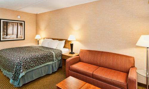 Days Inn By Wyndham Duluth Lakewalk - Duluth, MN 55812