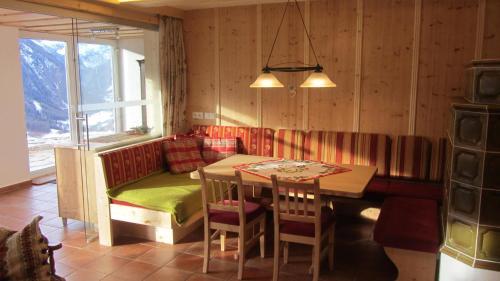 Фото отеля Zirbenhof