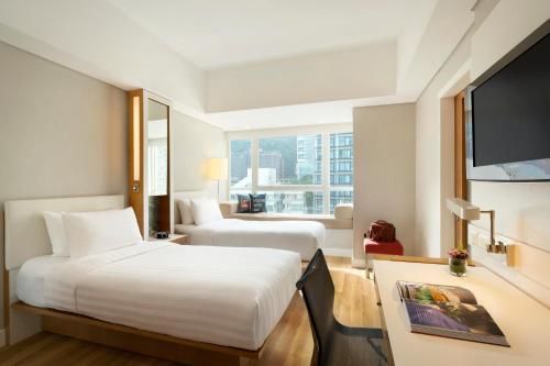Hotel Jen Hong Kong Клубный двухместный номер с 2 отдельными кроватями и видом на горы