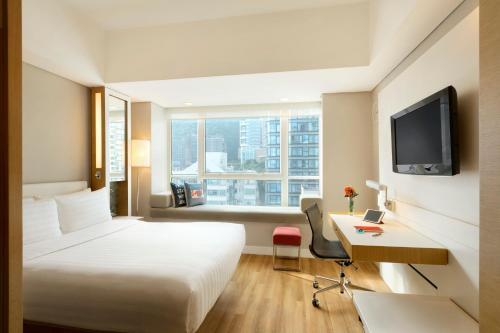 Hotel Jen Hong Kong Клубный номер с кроватью размера «queen-size» и видом на горы
