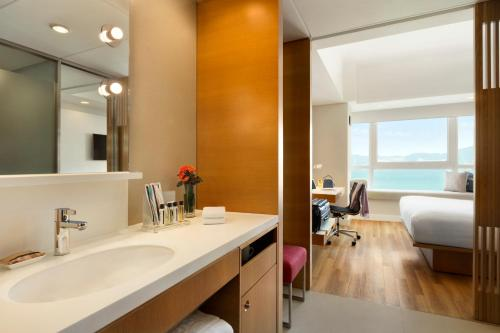 Hotel Jen Hong Kong Номер Делюкс с кроватью размера