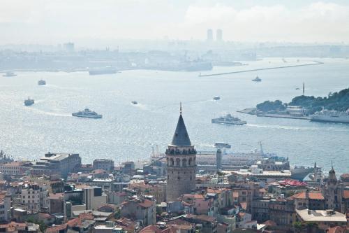 Kemeraltı Caddesi 10, Karaköy, Istanubl, Turkey.