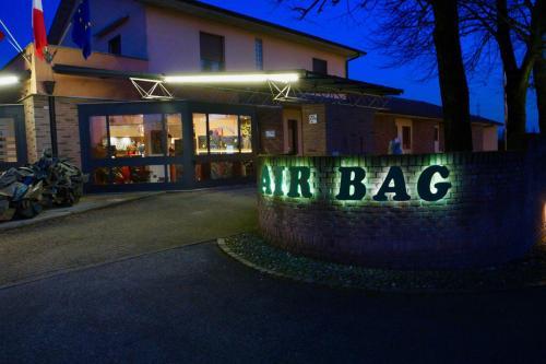 . Hotel Air Bag