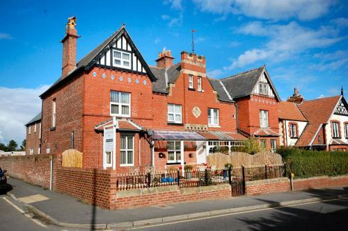 Launceston Villa, Whitby