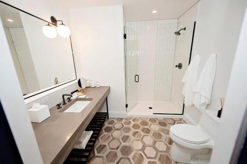 Hotel Covington Cincinnati Riverfront - Covington, KY 41011