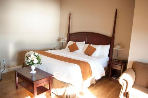 Lunenburg Arms Hotel - Lunenburg, NS B0J 2C0
