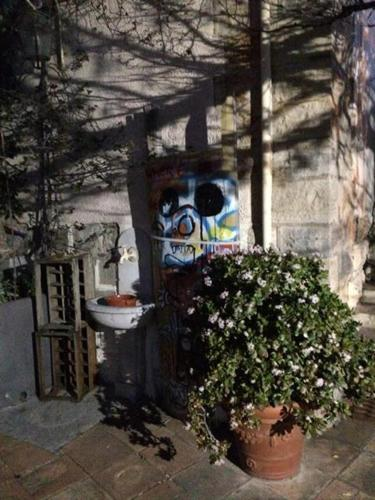 1 Rue du Chateau, 83400 Hyères, France.