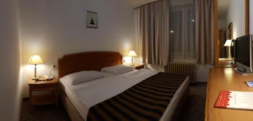 Hotel Zagreb zdjęcia pokoju