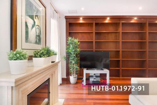 Fira Turistic House photo 27