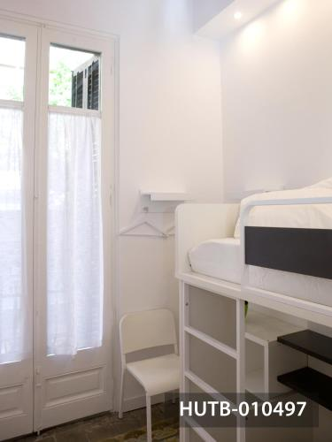 Modernist Marina Apartment photo 11