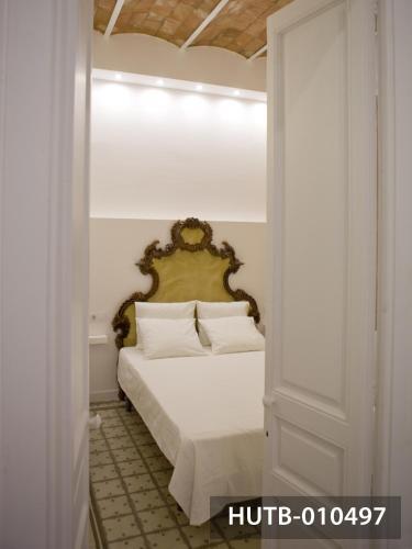 Modernist Marina Apartment photo 40