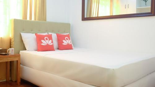 picture 3 of ZEN Rooms Makati Riverside