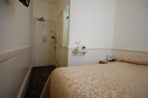 Kamar Double Kecil (Small Double Room)