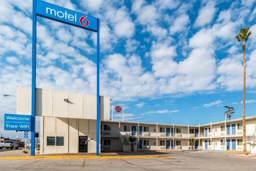 Motel 6 Blythe   South