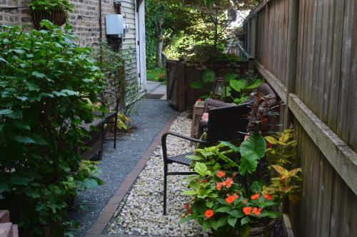 Chicago Guest House On Newport - Chicago, IL 60657