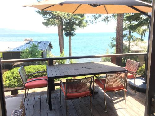 Lakefront Condo With Views