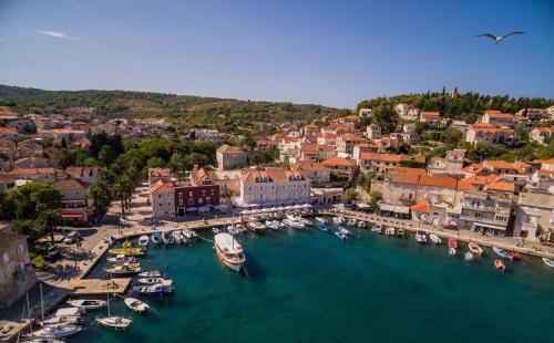Perića Kala 1, 21403 Sutivan, Brač Island, Croatia.