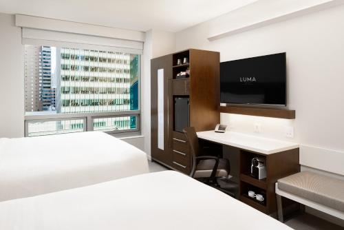 LUMA Hotel - Times Square Номер Делюкс с 2 кроватями размера «king-size» — Вид на парк