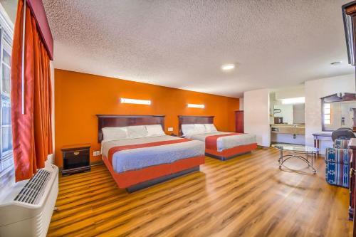 . Hillcrest Inn & Suites Ozona
