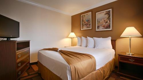 Days Inn & Suites By Wyndham Lodi - Lodi, CA 95240