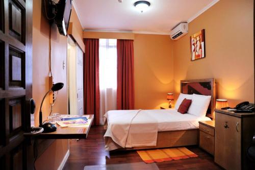 HotelCulture Crossroads Inn