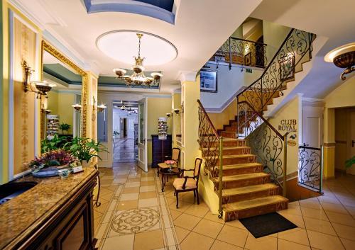 . Villa Royal