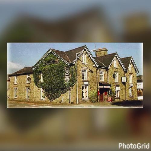 Llanelwedd Arms Hotel (with B&B)