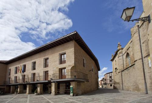 Plaza del Santo, 3, 26250, Santo Domingo de la Calzada, La Rioja, Spain.