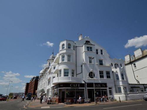 . Panoramic Apartment in Bexhill Kent with Balcony