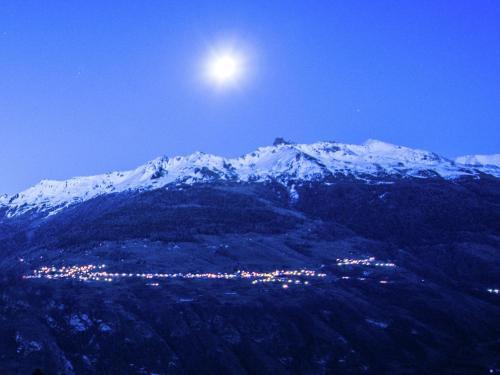 Gorgeous Chalet Amidst Mountains in La Tzoumaz