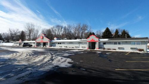 Red Carpet Inn - Windom - Windom, MN 56101