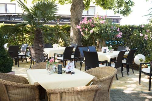 """. Hotel Restaurant Böck """"Roter Hahn"""""""