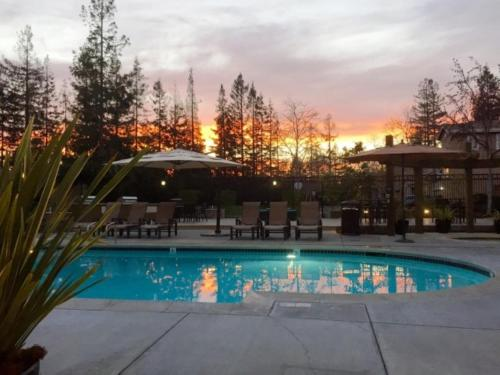Global Luxury Suites In Cupertino - Cupertino, CA 95014