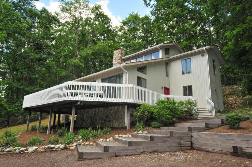 Cedar Ridge Three-Bedroom Holiday Home