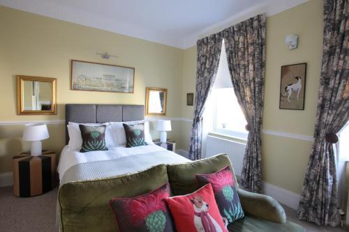 25 Belvedere, Bath BA1 5ED, England.