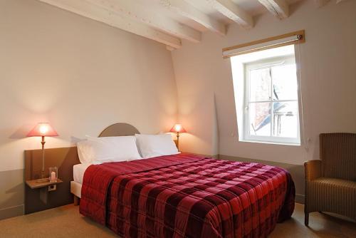h tel l 39 adresse h tel 12 rue de la rotisserie 37000 tours adresse horaire. Black Bedroom Furniture Sets. Home Design Ideas